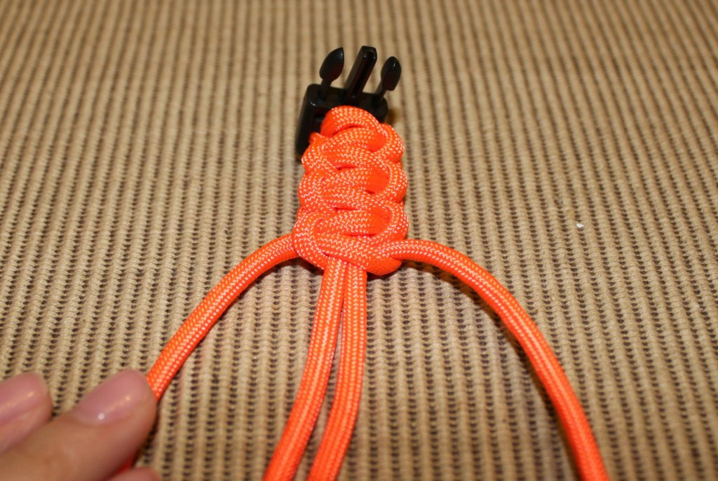 paracord bracelet - step 8