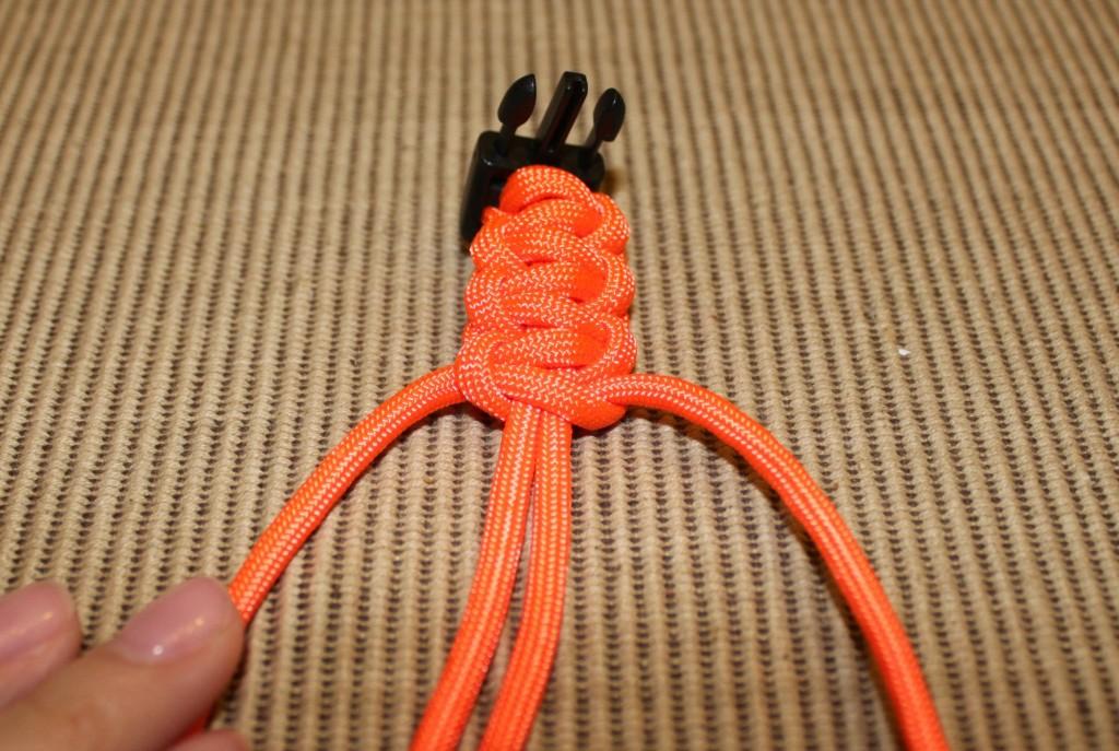 paracord survival bracelet - step 8