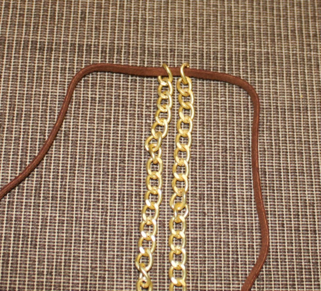 Chain and suede laced bracelet - step 1