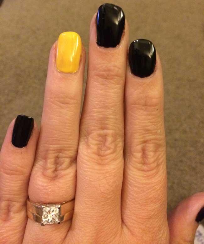 black-gold-nails
