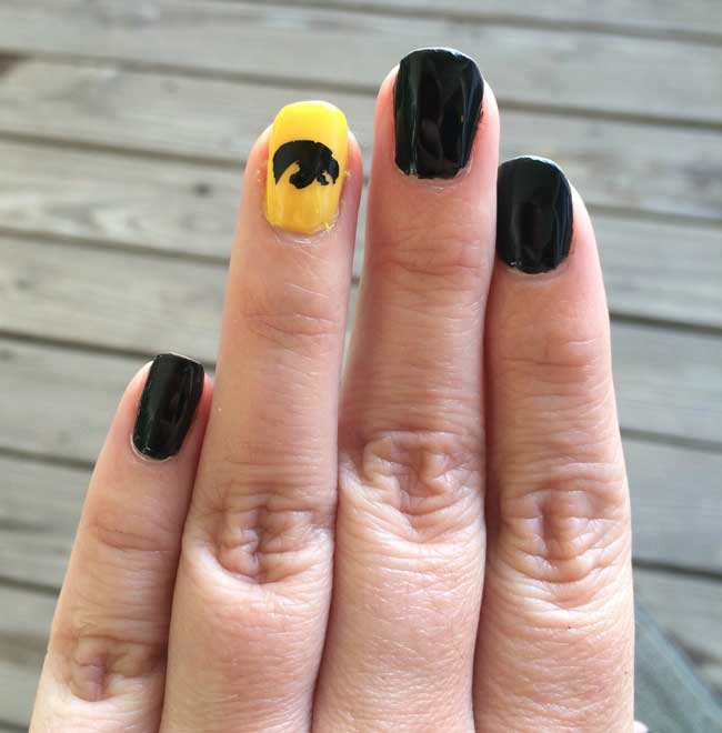 Iowa Hawkeye Nail Art - Using Silhouette Cameo to create nail art designs