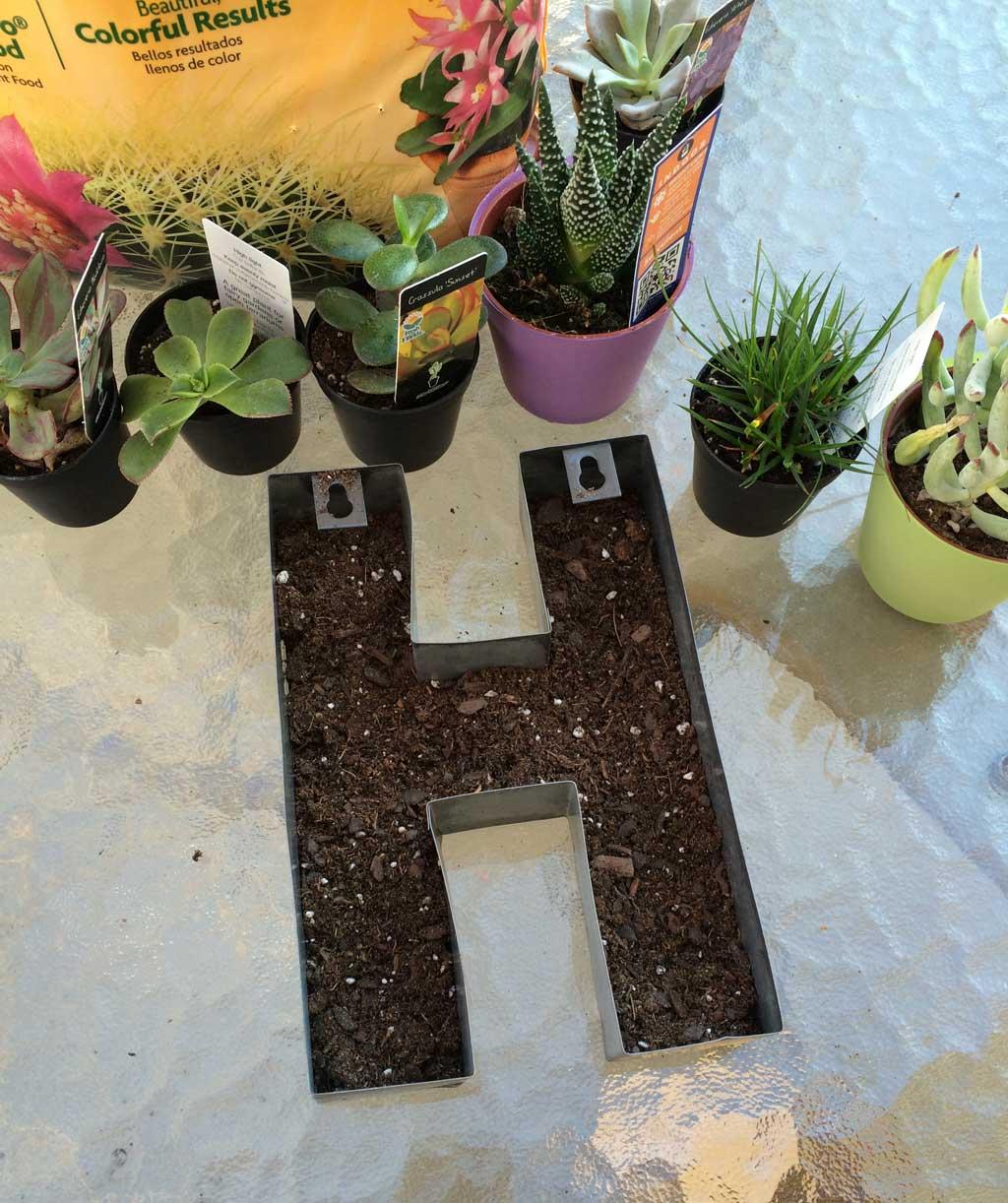 mongram-planter