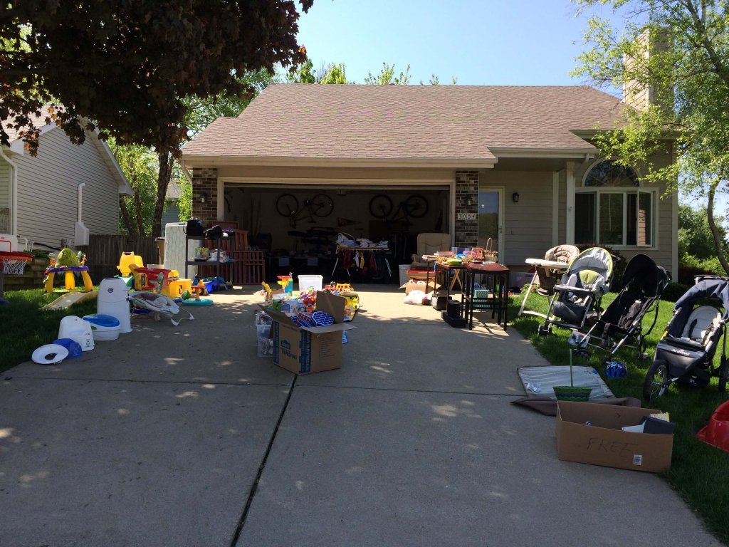 Top 10 Tips for Hosting a Garage Sale